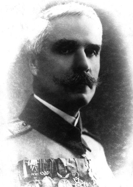 """Ioan I. Popescu - numit și """"Sanitarul"""" pentru a fi diferențiat de alți ofițeri cu același nume - (n. 27 aprilie 1866 - d. 1954, Penitenciarul Făgăraș) a fost unul dintre generalii Armatei României din Primul Război Mondial. A îndeplinit funcția de comandant de divizie în campaniile anilor 1916 1917, și 1918.[3] A fost decorat cu Ordinul """"Mihai Viteazul"""", clasa III, pentru modul cum a condus Divizia 13 Infanterie în Bătălia de la Mărășești - foto preluat de pe ro.wikipedia.org"""