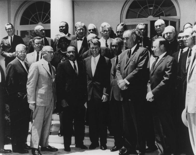 Lyndon B. Johnson and Robert F. Kennedy with civil rights leaders, June 22, 1963 - foto preluat de pe en.wikipedia.org