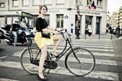 tour-de-france-girl-bicycle-paris-HR-250x166