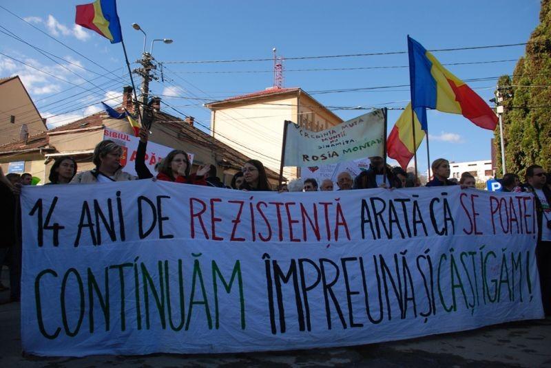Marea Adunare a Moților și citirea Proclamației de la Câmpeni (19 octombrie 2013) -foto -  Tudor Brădăţan (preluat de pe: voxpublica.realitatea.net)