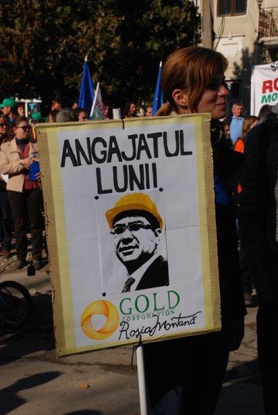 Victor Ponta, a fost prezent şi el la Câmpeni. Să poată să dea apoi raportul - Marea Adunare a Moților și citirea Proclamației de la Câmpeni (19 octombrie 2013) -foto -  Tudor Brădăţan (preluat de pe: voxpublica.realitatea.net)