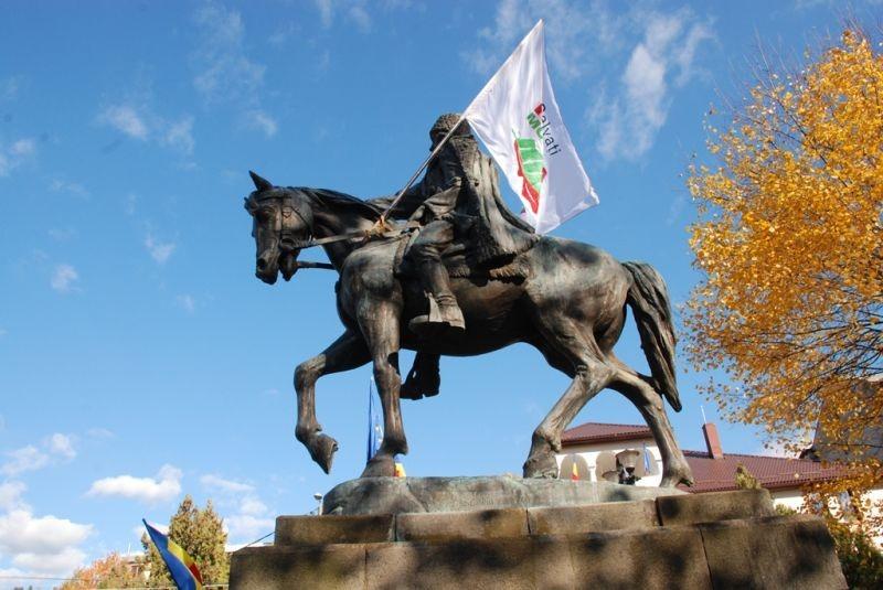 Avram Iancu, cu steagul Roşiei Montana - Marea Adunare a Moților și citirea Proclamației de la Câmpeni (19 octombrie 2013) -foto -  Tudor Brădăţan (preluat de pe: voxpublica.realitatea.net)