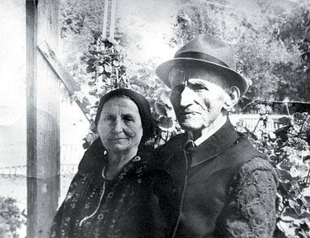 """Elisabeta Rizea impreuna cu sotul sau erau considerati """"dusmani ai poporului"""" - foto: facebook.com"""
