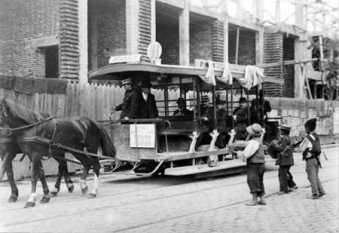 28 decembrie 1872: Intră în exploatare la Bucureşti, prima linie de tramvai cu cai - foto: cersipamantromanesc.wordpress.com