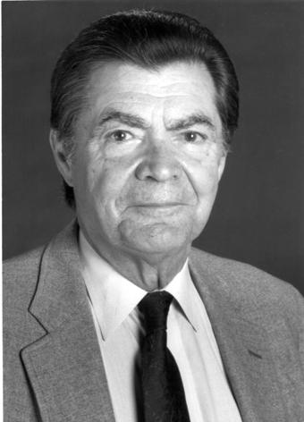 """George Emil Palade (n. 19 noiembrie 1912, Iași, România – d. 7 octombrie 2008, Del Mar, SUA), a fost un medic și om de știință american de origine română, specialist în domeniul biologiei celulare, laureat în 1974 al premiului Nobel pentru fiziologie și medicină. În 1986 i-a fost conferită în Statele Unite National Medal of Science (""""Medalia Națională pentru Știință"""") în biologie pentru: """"descoperiri fundamentale (de pionierat) în domeniul unei serii esențiale de structuri supracomplexe, cu înaltă organizare, prezente în toate celulele vii"""" - foto: ucsdnews.ucsd.edu"""