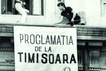 12 martie 1990: În timpul manifestaţiei populare maraton din Piaţa Operei din Timişoara, care începuse cu o zi in urma, la 11 martie 1990, a fost adoptată Proclamaţia de la Timişoara - foto: pentrutimisoara.ro