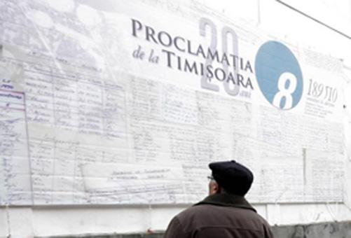 12 martie 1990: În timpul manifestaţiei populare maraton din Piaţa Operei din Timişoara, care începuse cu o zi in urma, la 11 martie 1990, a fost adoptată Proclamaţia de la Timişoara - foto: revistaforte.ro