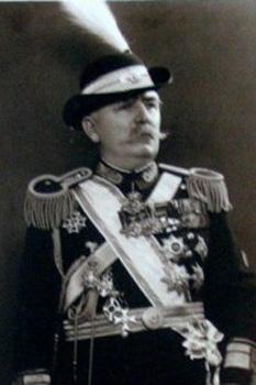 """General Gheorghe Rasoviceanu Erou gorjan care a vazut lumina zilei in localitatea Lesesti, la 8 km NV de Targul Jiu, in a doua jumatate a secolului XIX. S-a acoperit de glorie in timpul Primului Razboi Mondial, prin spiritul sau de initiativa si curajul probat sub gloantele inamicului. A comandat Regimentul 9 Vanatori, trupe de elita ale Armatei Romane, la victorie, eliberand multe localitati si orase asa cum glasuiesc cronicile. Sentimentul onoarei si a datoriei i-au calauzit pasii toata viata. Odata cu mantia alba de Cavaler al Ordinului """"Mihai Viteazul"""", generalul Rasoviceanu imbraca parca aureola legendei construita prin faptele sale de neasemuita vitejie. A fost numit de catre marele Nicolae Iorga """"unul dintre cei mai mari generali romani"""" - foto si articol - mari.personalitati.cbi.ro"""