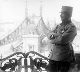Generalul Panaitescu pe terasa hotelului Gellert din Budapesta - foto - istorie-pe-scurt.ro