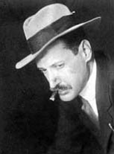 Mihály Adam Georg Nikolaus Károlyi von Nagykárolyi (n. 4 martie 1875, Budapesta - d. 20 martie 1955, Vence, Franța) a fost un conte de Carei. Ca lider al Ungariei a proclamat prima Republică ungară 1918-1919. Prim ministru 31 martie 1918 - 19 ianuarie 1919. Președinte 11 ianuarie 1919 - 21 martie 1919 - foto - ro.wikipedia.org