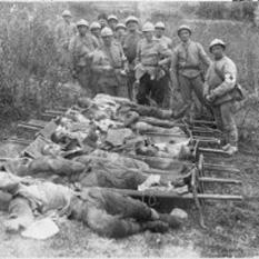 Războiul româno-ungar de la  1919 Soldaţi români din regimentul 11 Siret schingiuiţi de secui Ciuci, aprilie 1919 - foto - cristiannegrea.ro