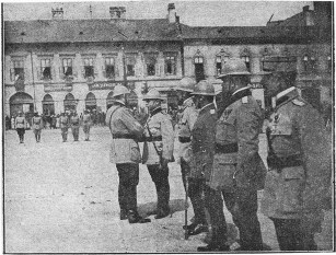 Războiul româno-ungar de la  1919 Decorarea generalului Mărdărescu de către Regele Ferdinand, pe front - foto - cristiannegrea.ro