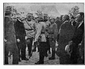 Războiul româno-ungar de la  1919 O delegaţie a cetăţenilor din Nyreghaza mulţumind generalului Mărdărescu  pentru că i-a scăpat de regimul lui Bela Kuhn - foto - cristiannegrea.ro