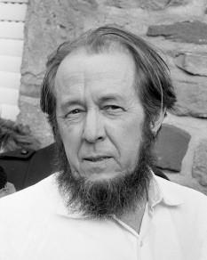 Aleksandr Isaievici Soljenițîn (n. 11 decembrie 1918, Kislovodsk, URSS, d. 3 august 2008, Moscova) romancier rus, activist și dizident anticomunist  - foto: en.wikipedia.org