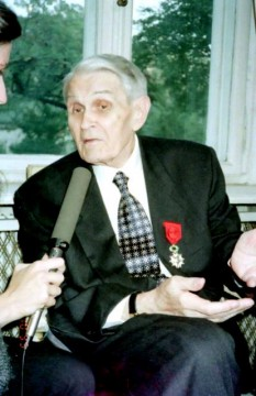 Corneliu Coposu la primirea Legiunii de Onoare - foto - cotidianul.ro