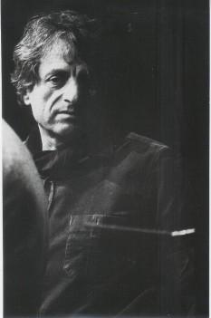 Iannis Xenakis ( n. 29 mai 1922, Brăila, - d. 4 februarie 2001, Paris) a fost un compozitor și arhitect de origine greacă care a lucrat preponderent în Franța. Muzica lui Xenakis este influențată de interesele sale din matematică și acustică - in imagine, Iannis Xenakis 1975 - foto: ro.wikipedia.org