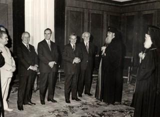 Întrevederea dintre Nicolae Ceaușescu (flancat de Manea Mănescu și Ștefan Voitec) și patriarhul Iustin Moisescu, București, 18 iunie 1977 - foto: ro.wikipedia.org
