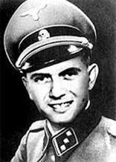 """Josef Mengele (n. 16 martie 1911, Günzburg, Bavaria - d. 7 februarie 1979, Bertioga Brazilia) supranumit """"Îngerul morții"""", medic german care, în calitate de căpitan SS, a inițiat și condus odioasele """"selecții"""" ale evreilor deportați din toată Europa pentru exterminarea lor de la Auschwitz-Birkenau - foto - listal.com"""