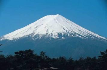 Fuji, muntele sfant al japonezilor - foto preluat de pe cersipamantromanesc.wordpress.com