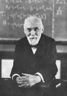 Hendrik Antoon Lorentz (n. 18 iulie 1853, Arnhem, Olanda — d. 4 februarie 1928, Haarlem, Olanda) a fost un matematician și fizician olandez, profesor de fizică matematică la Universitatea din Leyden, laureat al Premiului Nobel pentru Fizică în anul 1902 împreună cu Pieter Zeeman, pentru serviciul extraordinar oferit prin studiile lor privind influența magnetismului asupra unor fenomene de radiație (efectul Zeeman) - foto: ro.wikipedia.org