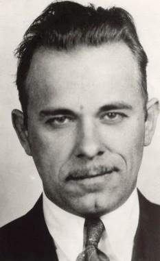 John Herbert Dillinger, Jr. (n. 1903, d. 1934) jefuitor de banci în Marea criză din Statele Unite ale Americii - foto - ro.wikipedia.org