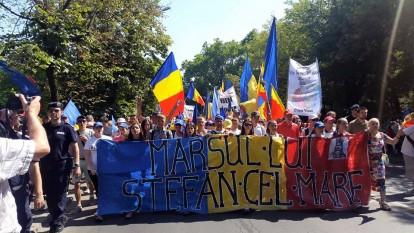 Marsul lui Stefan cel Mare - foto - facebook.com/tineriiMD