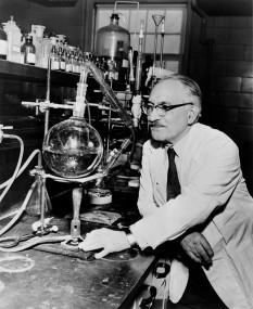 Selman Abraham Waksman (July 22, 1888 – August 16, 1973)  biochimist american de origine rusa care a primit  Premiul Nobel pentru medicina in urma  descoperirii antibioticului  streptomicina - foto - en.wikipedia.org