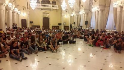 Tinerii Moldovei: Ce loc mai bun pentru un popas pentru Ostașii lui Ştefan cel Mare decăt sala Unirii din Palatul Cotroceni.
