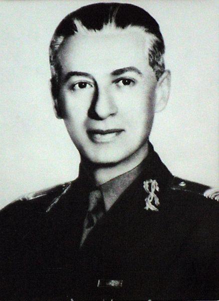Constantin Sănătescu (n. 1885 – d. 8 noiembrie 1947, București) a fost un militar de carieră (general de corp de armată adjutant al Armatei române) care a îndeplinit funcția de președinte al Consiliului de Miniștri al României în anul 1944, în cadrul a două cabinete succesive - foto preluat de pe ro.wikipedia.org