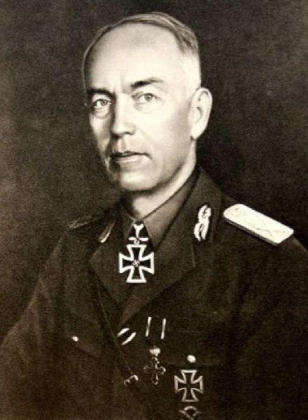 Ion Victor Antonescu (cunoscut și sub apelativul Mareșalul Antonescu; n. 2 iunie 1882, Pitești - d. 1 iunie 1946, închisoarea Jilava) a fost un militar și om de stat român, ofițer de carieră, general, șeful secției de operații a Marelui Cartier General al Armatei în Primul Război Mondial, atașat militar la Londra și Paris, comandant al Școlii Superioare de Război, șef al Marelui Stat Major și ministru de război, iar din 4 septembrie 1940 până în 23 august 1944 a fost prim-ministru al României și Conducător al Statului - foto preluat de pe ro.wikipedia.org