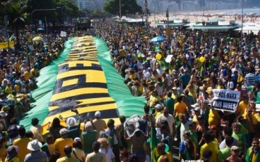 Proteste Brazilia 16 aug. 2015 - foto - stirileprotv.ro
