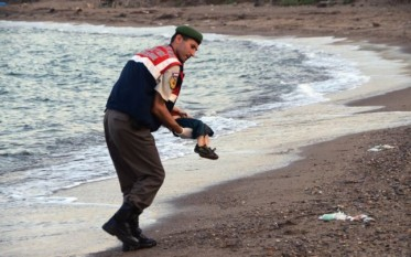 Imaginea care simbolizează proporţiile dezastrului umanitar adus de criza refugiaţilor - foto - adevarul.ro