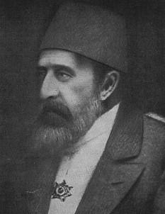 Abdul-Hamid al II-lea sau Abdülhamid al II-lea (21 septembrie 1842 – 10 februarie 1918) a fost al 34-lea sultan al Imperiului Otoman. A domnit de pe 31 august 1876 până la detronarea sa la 27 aprilie 1909. Pe 23 decembrie 1876, sub presiunea aliaților europeni ai Imperiului, revoltați de cruzimea cu care fuseseră reprimate revoltele din Bosnia-Herțegovina și Bulgaria, a decretat prima Constituție a Imperiului Otoman, consfințindu-se astfel trecerea de la monarhia absolutistă la monarhia constituțională. Prima perioadă constituțională s-a încheiat în urma tulburărilor istorice la 13 februarie 1878 prin dizolvarea Parlamentului. A condus Imperiul în războiul ruso-româno-turc din 1877 - 1878. Războiul a avut ca urmări pierderea a două treimi din teritoriile din Balcani ale Imperiului Otoman. A fost înlăturat în 1909 de mișcarea Junilor Turci - foto: ro.wikipedia.org
