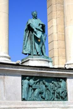 Andrei al II-lea (n. cca. 1175 – d. 26 octombrie 1235), din dinastia arpadiană, fiul lui Béla al III-lea (1172-1196) și al Anei de Chatillon, rege al Ungariei între 1205 -1235. Frate cu regele Emeric (Imre) al Ungariei (1196-1204) și cu Margareta, împărăteasa Bizanțului, soția lui Isaac al II-lea Angelos (1185-1195 și 1203-1204) - foto: ro.wikipedia.org
