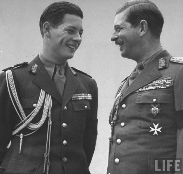 Regele Carol al II-lea si fiului său Mihai - foto: george-damian.ro