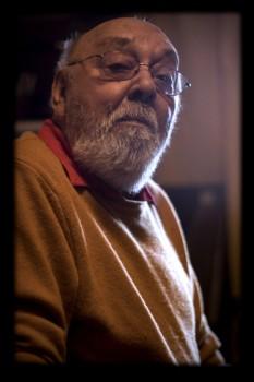 Johnny Răducanu (n. 1 decembrie 1931, Brăila - d. 19 septembrie 2011), contrabasist, pianist, compozitor, aranjor și conducător de formație român de etnie romă - foto: ro.wikipedia.org