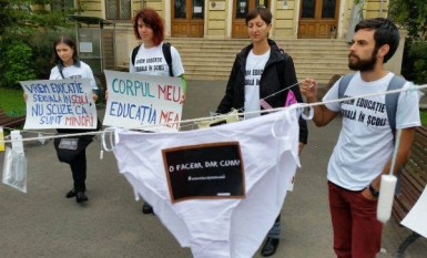 Mars in Bucuresti pentru introducerea educatiei sexuale in scoli - foto: facebook.com