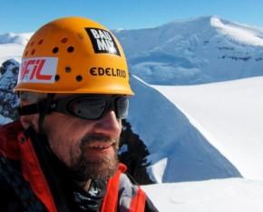 Constantin Lăcătușu (n. 21 februarie 1961, Piatra Neamț), alpinist, geolog și cameraman român, primul din România care a cucerit vârful Everest (8.848 m), la 17 mai 1995 - foto: facebook.com
