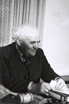 David Ben Gurion (numele la naștere: David Josef Grün sau Gryn, n.16 octombrie 1886 - d. 1 decembrie 1973), politician și om de stat social democrat israelian, evreu originar din Polonia, unul din principalii conducători și ideologi ai mișcării sioniste, de autodeterminare a poporului evreu, și ctitor al Statului Israel. A fost cel dintâi prim ministru al Israelului foto: ro.wikipedia.org
