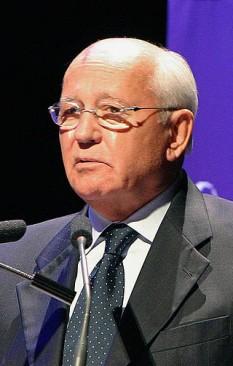 Mihail Sergheevici Gorbaciov (născut pe 2 martie 1931), conducătorul Uniunii Sovietice din 1985 până în 1991. Încercările sale de reformă au dus la încheierea războiului rece, la încetarea monopolului politic al Partidului Comunist al Uniunii Sovietice și la prăbușirea Uniunii Sovietice. A primit Premiul Nobel pentru Pace în 1990 - foto: ro.wikipedia.org