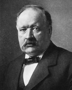 Svante Arrhenius (n. 19 februarie 1859, Vik - d. 2 octombrie 1927, Stockholm) a fost un fizician și chimist suedez, laureat al Premiului Nobel pentru Chimie în anul 1903. A făcut cercetări în domeniul disociației (ionizării) electrolitilor (1887) și în astronomie (teoria cozii cometelor – 1900). Este unul din fondatorii chimiei fizice - foto: ro.wikipedia.org