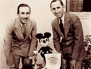 Walt Disney si Roy Disney in 1928  foto: frontierlandstation.com