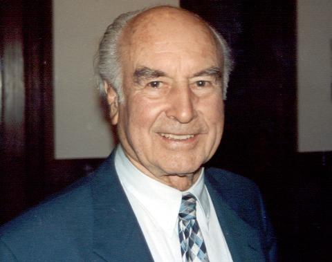 Albert Hofmann (n. 11 ianuarie 1906 - d. 29 aprilie 2008) a fost om de ştiinţă elveţian, celebru pentru sintetizarea LSD (acidul lisergic dietilamid) - foto: ro.wikipedia.org