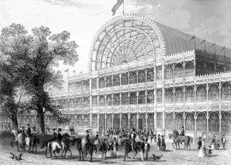 """Crystal Palace (în română: """"palatul de cristal"""") a fost un vast palat de expoziții din fontă și sticlă, construit mai întâi în Hyde Park pentru a adăposti Great Exhibition / Prima expoziție universală de la 1851 - foto (Faţada primului Crystal Palace): ro.wikipedia.org"""