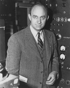 Enrico Fermi (n. 29 septembrie 1901; d. 28 noiembrie 1954), fizician italian, laureat al Premiului Nobel pentru Fizică pe anul 1938, descoperitorul fisiunii nucleare. A avut un rol important în conceperea proiectului Manhattan de punere la punct a bombei nucleare  foto: ro.wikipedia.org