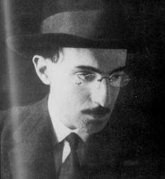 Fernando António Nogueira Pessoa (n. 13 iunie, 1888 Lisabona, Portugalia — d. 30 noiembrie 1935 Lisabona), cunoscut mai ales ca Fernando Pessoa, poet, eseist și scriitor portughez modern, reprezentant al modernismului lusitan - foto: ro.wikipedia.org
