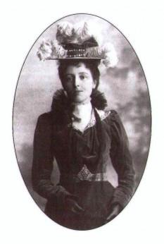 """Lucy Maud Montgomery, (spunându-i-se mereu """"Maud"""" de către familie și prieteni) și cunoscută publicului ca L. M. Montgomery, (30 noiembrie 1874 – 24 aprilie, 1942), scriitoare canadiană, celebră pentru seria de romane ce a început cu Anne of Green Gables, publicat în 1908 - foto: ro.wikipedia.org"""