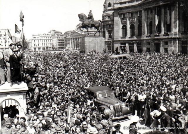 București, Piața Palatului Regal (10 mai 1945) - foto: romaniaregala.ro