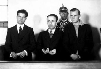 Nicadori este denumirea dată celor trei legionari, Nicolae Constantinescu, Doru Belimace și Ion Caranica care l-au asasinat, la 29 decembrie 1933, pe peronul gării de la Sinaia, pe prim-ministrul României Ion Gheorghe Duca. Cuvântul nicador(i) este un acronim format din primele litere din prenumele a doi dintre autorii asasinatului și primele două litere din numele de familie al celui de-al treilea: Nicolae Constantinescu, Caranica Ion, Doru Belimace - foto: ro.wikipedia.org
