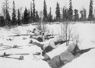 Războiul de Iarnă - Trupe finlandeze pe schiuri în nordul Finlandei, ianuarie 1940 - foto: ro.wikipedia.org